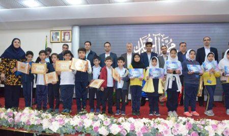 اهدا جوایز دانش آموزان منتخب در مسابقه حفظ و ترتیل قران مرحله سرپرستی از پایه اول تا دوازدهم بخش نمونه و بین الملل