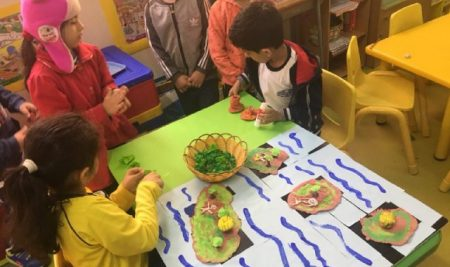 آموزش بخشهای مختلف زمین ، کوه ، دریا ، جزیره و آتشفشان به دانش آموزان KG 2 yellow